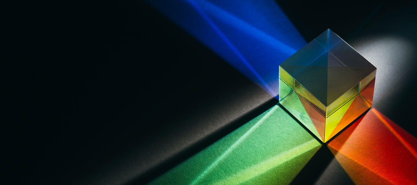 A cubic prism reflects colorful lights
