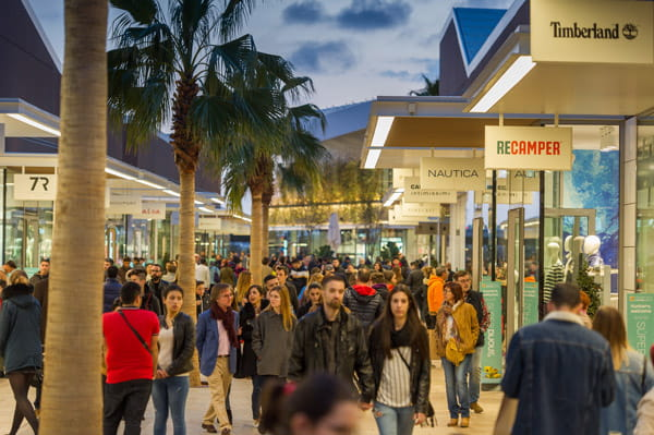 Crowds of shoppers at the Viladecans outlet shopping centre
